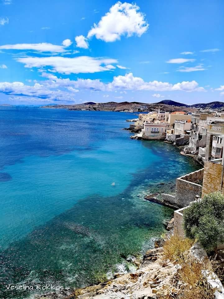 """Остров Сирос – """"Царицата на Цикладите""""  през Юли, Август и Септември"""