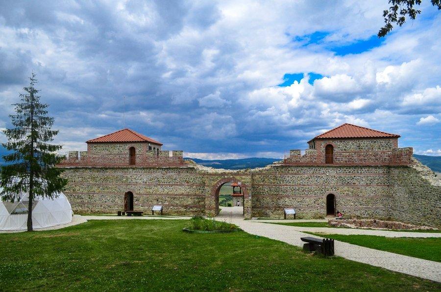 Цари Мали град, Ресиловски манастир, Сапарева баня