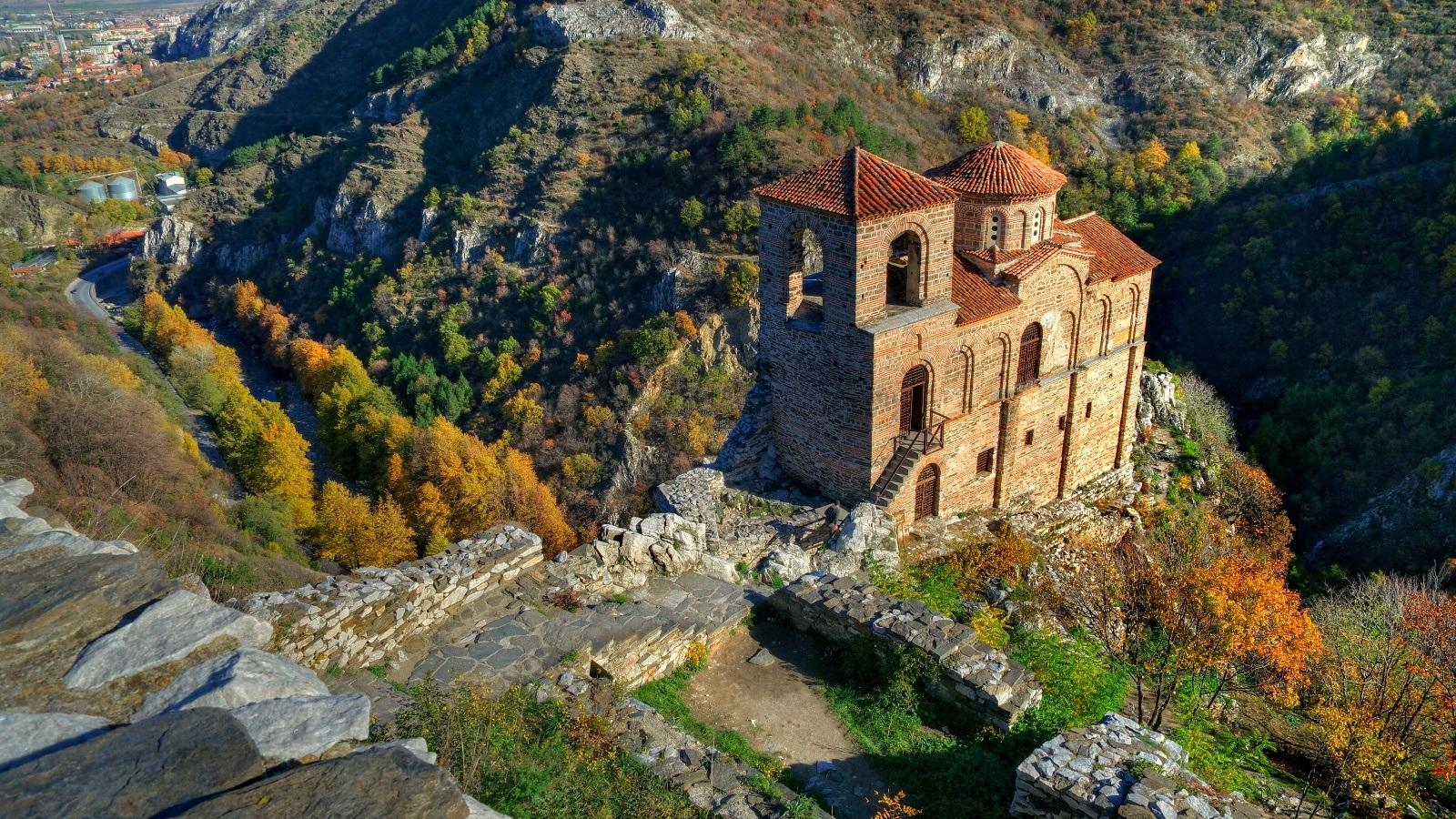 Асенова крепост, Бачковски манастир и Широка лъка